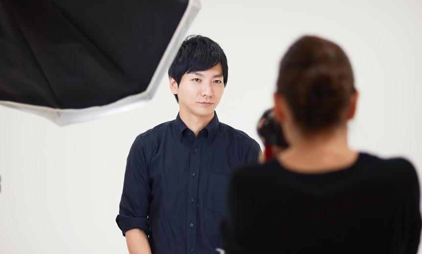 証明写真の費用相場はいくら?スタジオとスピード写真のメリット・デメリット