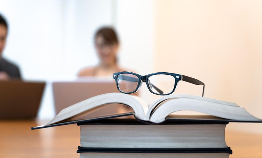 【アンケート】メガネ愛用者は気になるところ…証明写真でメガネはかける?外す?