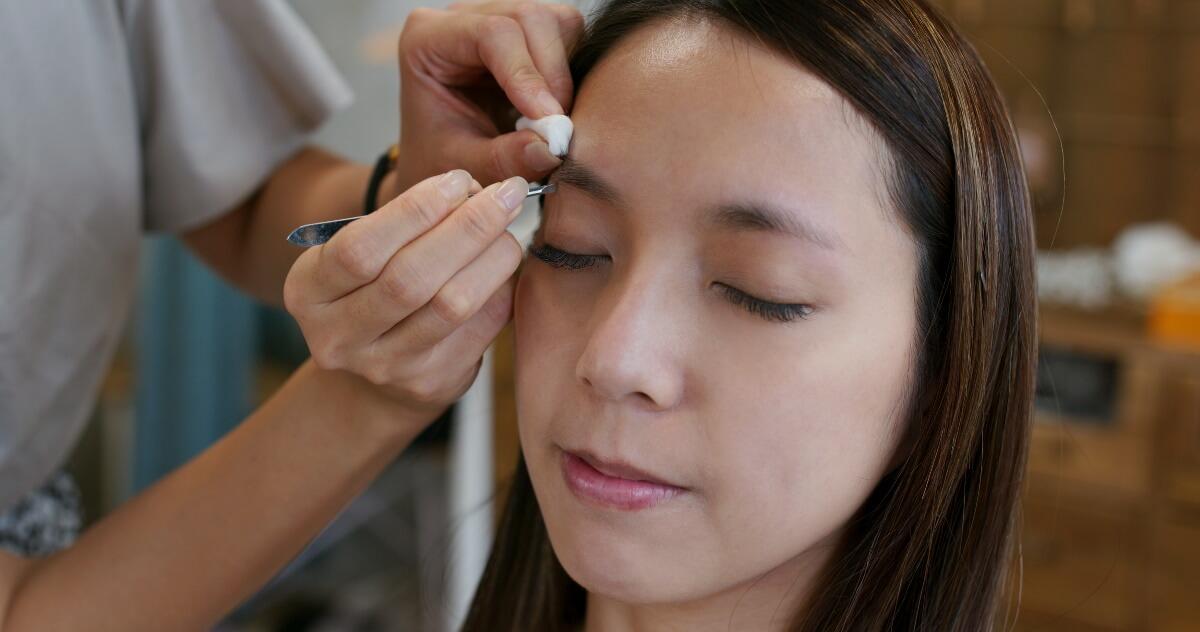 【プロのヘアメイク監修】好印象を与える眉メイクは?就活向けの眉メイク法&眉毛の整え方