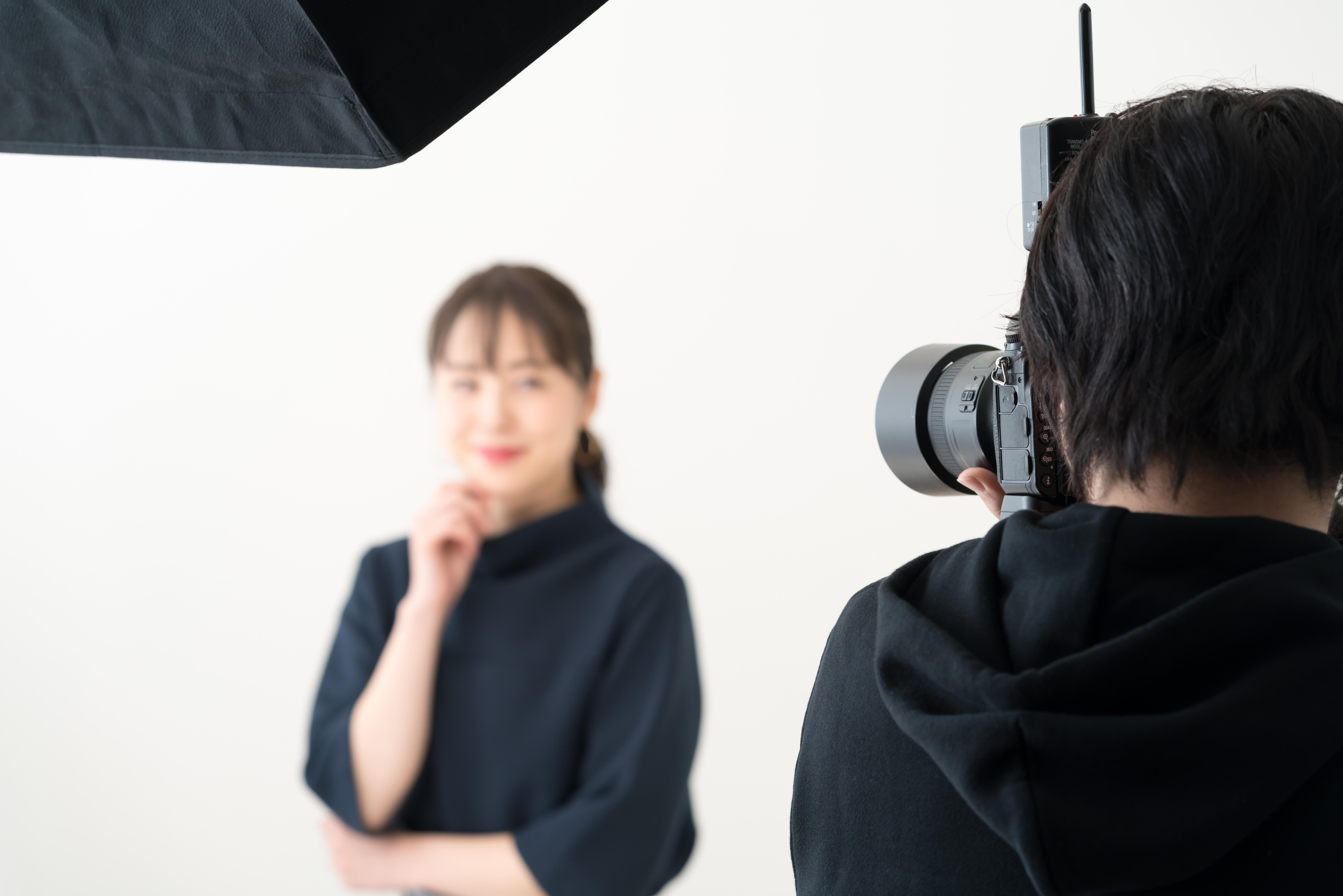 小顔に見せるための証明写真の写り方テクニック!工夫次第で顔のサイズは変わる?
